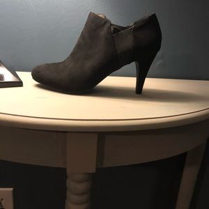 Nine West heeled slip on bootie